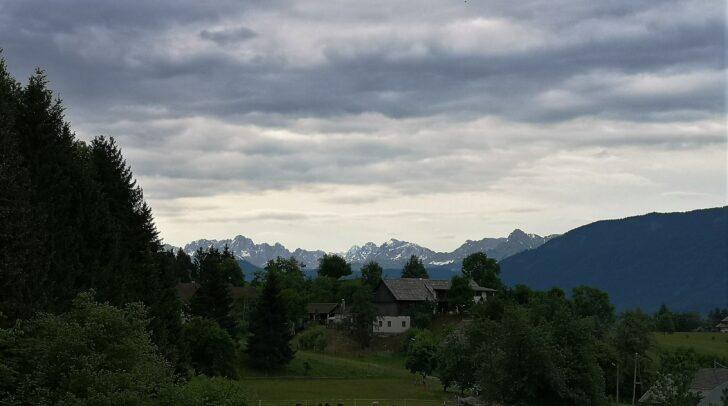 Am Abend breiten sich die teils kräftigen gewittrigen Regenschauer auf ganz Kärnten aus.