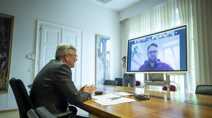 LH Peter Kaiser bei der virtuellen Podiumsdiskussions anlässlich des Europatags und 25 Jahre EU-Beitritt.