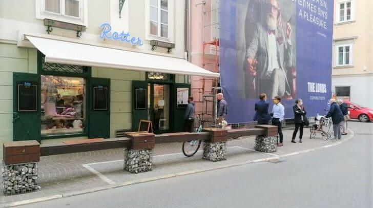 In Klagenfurt ist der Andrang bei den Fleischereien groß. Die Produzenten kämpfen jedoch mit den Preisverlusten.