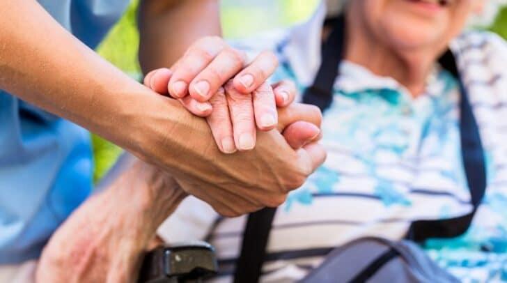 Die Pflegedienste übernehmen viele Aufgaben.