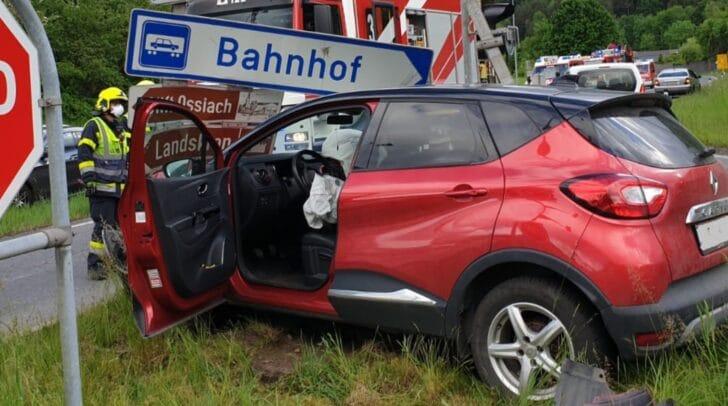 Der Lenker des Fahrzeuges konnte sich selbst befreien.