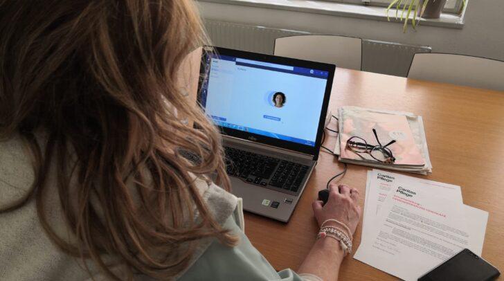 Demenz-Expertin Eva Maria Sachs-Ortner hilft mit ihrem digitalen Beratungsangebot weiter.