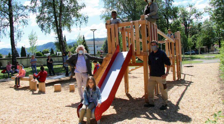Zur Freude der St. Ruprechter Bevölkerung und vor allem der Kinder gaben Stadtgartenreferent Stadtrat Frank Frey und Landschaftsarchitektin DI Beatrice Bednar gemeinsam den neugestalteten Schatzmayrpark offiziell frei.