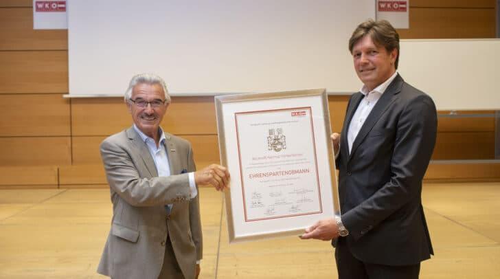 Josef Petritsch (rechts) bei der Übernahme der Tourismus-Agenden vom ehemaligen Spartenobmann Helmut Hinterleitner. (Archivfoto)