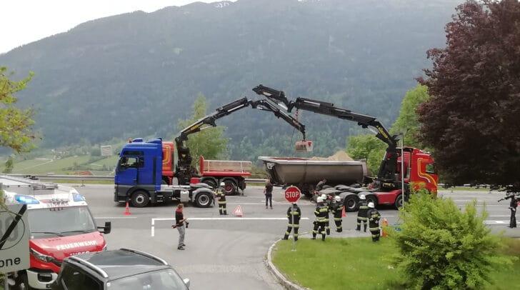 Aufgrund der umfangreichen Bergearbeiten war die B 88 rund drei Stunden lang nur einspurig befahrbar.