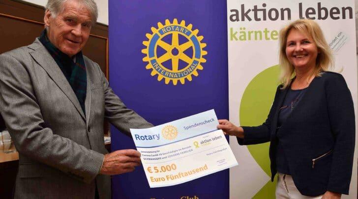 """Präsident RC Klagenfurt Heinz Schupp, Geschäftsführerin """"Aktion Leben Kärnten"""" Erika Brauner"""