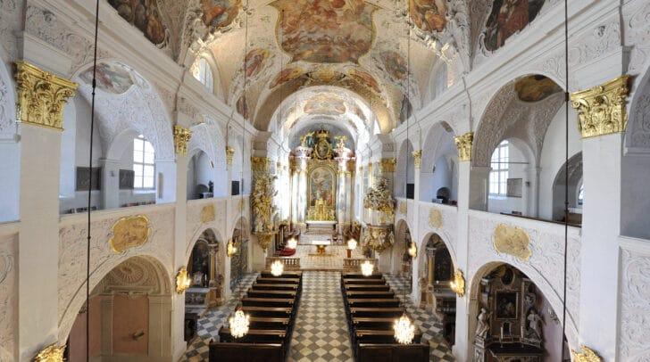 Unterschiedliche Chorensembles werden zusammen mit dem Domorchester im Altarraum der Domkirche musizieren.