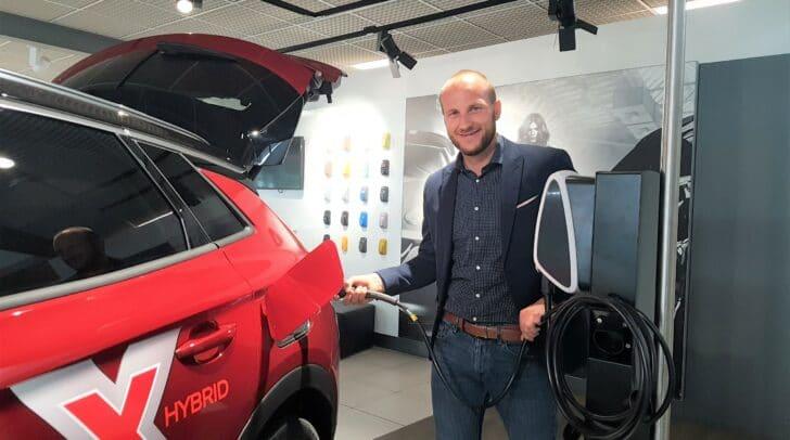 Anstecken statt auftanken: Eisner Auto bietet auch Opel-Elektrofahrzeuge an.