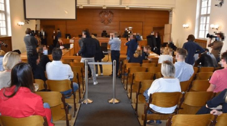 Alle Plätze im Gerichtssaal sind vergeben.