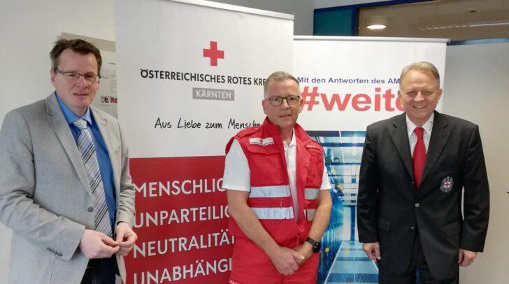 AMS-Landesgeschäftsführer Peter Wedenig, Siegfried Capellari, der 2018 über das AMS zum Roten Kreuz kam, sowie Rotkreuz-Präsident Präsident Peter Ambrozy.