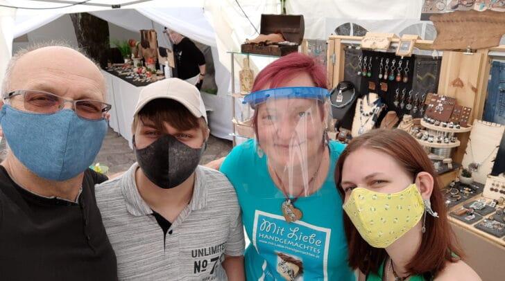 Organisatorin des Marktes Sabine Janach mit ihrer Familie.