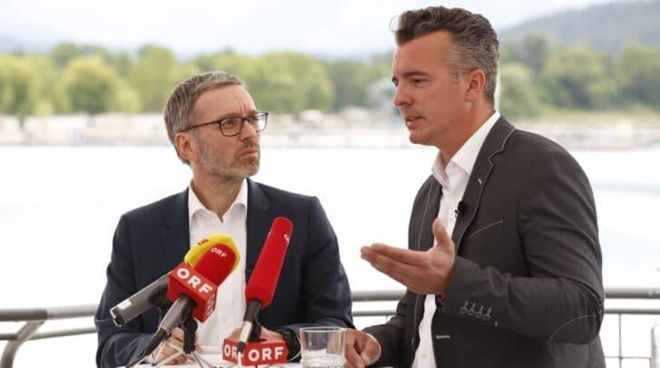FPÖ-Klubobmann Herbert Kickl und der Kärntner FPÖ-Landesparteichef Gernot Darmann bei der Pressekonferenz am Wörthersee.