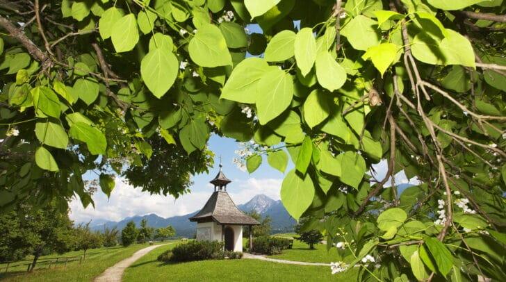 Die Friedenskapelle in Drobollach ist Fixpunkt des Kulturspazierganges durch Drobollach am Faaker See.