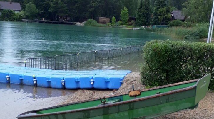 Das Ruderboot befand sich in akuter Seenot und kenterte kurze Zeit später. Zum Glück waren die Einsatzkräfte der Wasserrettung Faaker See vor Ort.