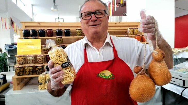 Der Standler Gerardo La Regina ist ein Verkäufer mit Herz und Seele.