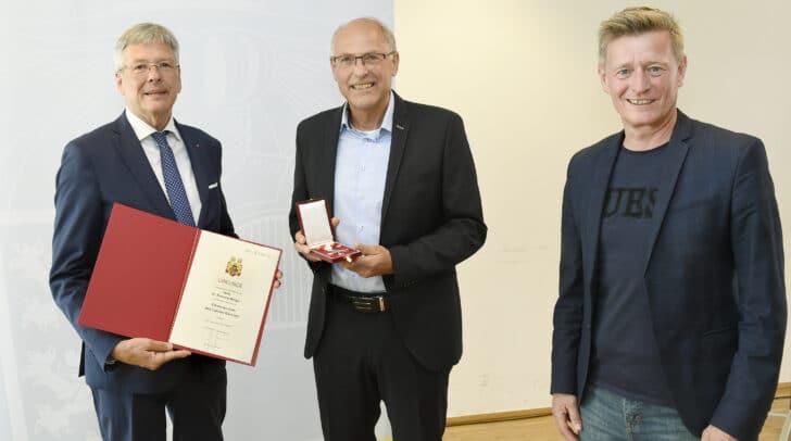 Am Bild (v.l.): LH Peter Kaiser, Raimund Berger und Landessportdirektor Arno Arthofer.