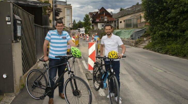 LR Martin Gruber und LR Sebastian Schuschnig bei der aktuellen Radwegbaustelle am Faaker See