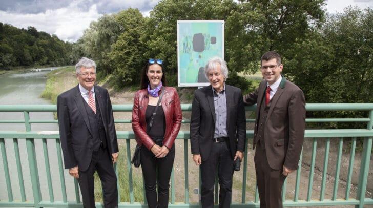 LH Peter Kaiser, Larissa Tomassetti, Gustav Januš und LR Martin Gruber auf der Rosegger Brücke