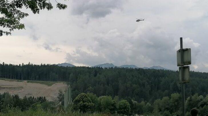 Am Nachmittag wurde mit Hubschraubern, Wärmebildkameras und Hunden nach der Abgängigen gesucht.