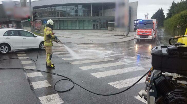 Ein Kommunalfahrzeug hatte Hydrauliköl verloren.