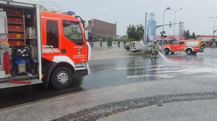 Die Berufsfeuerwehr Klagenfurt rückte zum Einsatz aus.