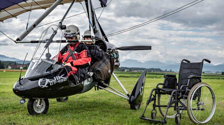 Mit 120 km/h flogen die Jugendlichen mit dem Piloten Bernhard Nagele auf 400 Höhenmetern über Wolfsberg.