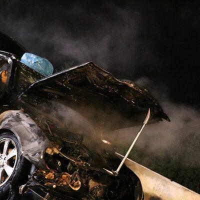 das Auto ist vollständig abgebrannt