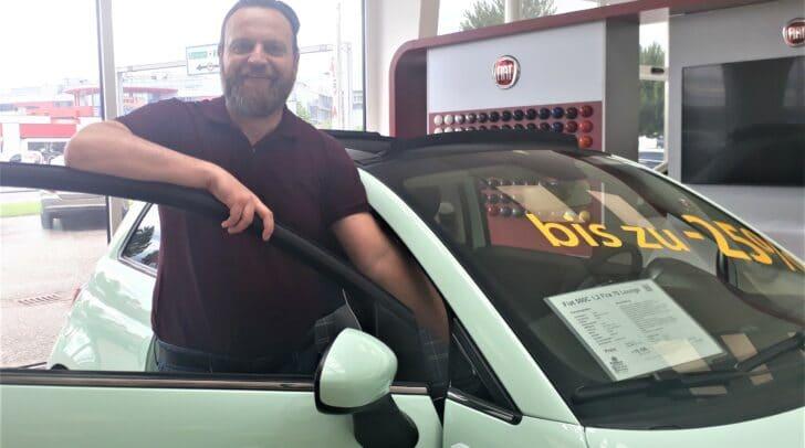 Verkaufsberater Stefan Özelt ist der Experte wenn es um die Modelle von FIAT geht.