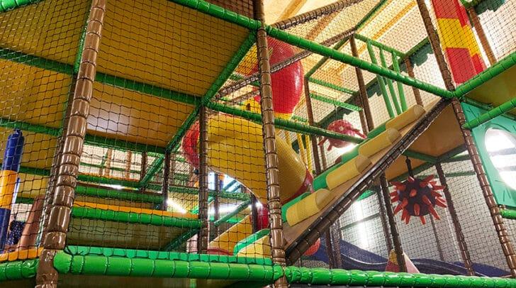Der Indoor-Spielplatz lässt Kinderaugen strahlen.