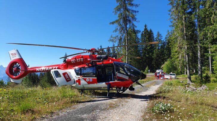 Die verletzte Pensionistin wird aktuell mit dem Rettungshubschrauber RK-1 in das LKH Villach geflogen.