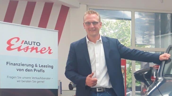 Verkaufsleiter Michael Josef Muhrer freut sich auf deinen Besuch bei Auto Eisner.