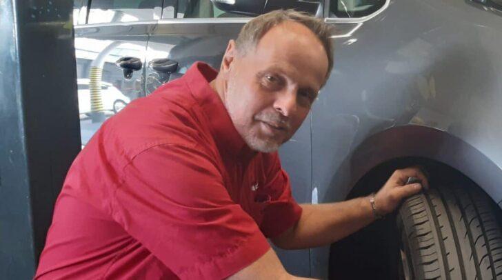 Betriebsleiter Walter Pötscher erklärt, welche Vorteile die SEAT Mobilitätsgarantie mit sich bringt.