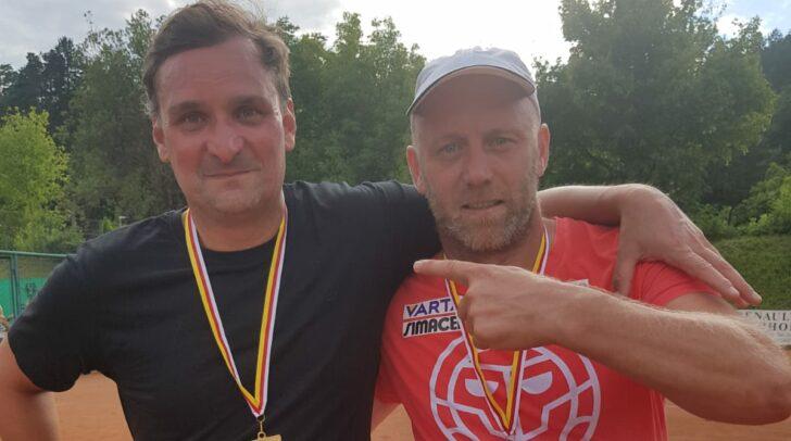 """Mike """"The Doc"""" Kröpfl und Stefan Koubek vom TC Fresach freuen sich über die erfolgreiche Titelverteidigung."""