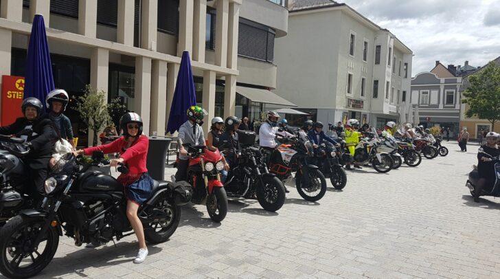 """Am 20.Juni waren die Biker von den """"Rollin'Toys – Biker helfen Kindern"""" in der Villacher Innenstadt unterwegs."""