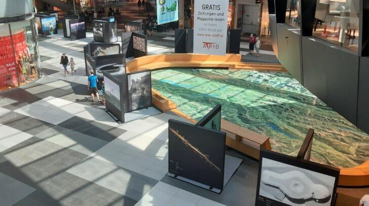 Die Red Bull Illume Ausstellung zeigt die Finalistenbilder im Erdgeschoss des Einkaufcenters ATRIO.