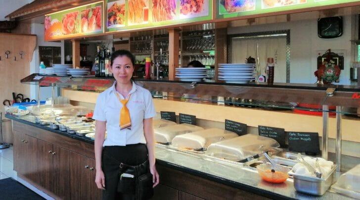 Das Sakura-Team rund um Chefin Xuwei Jin und ihren Mann Bing Zhan verwöhnt die Gäste mit asiatischen Spezialitäten.