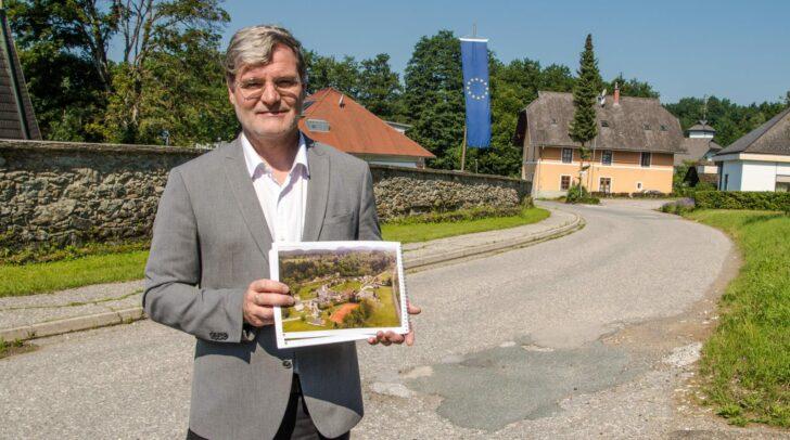 Bürgermeister Dovjak ist glücklich: Nach jahrelangen Diskussionen wird die Gemeinde noch schöner