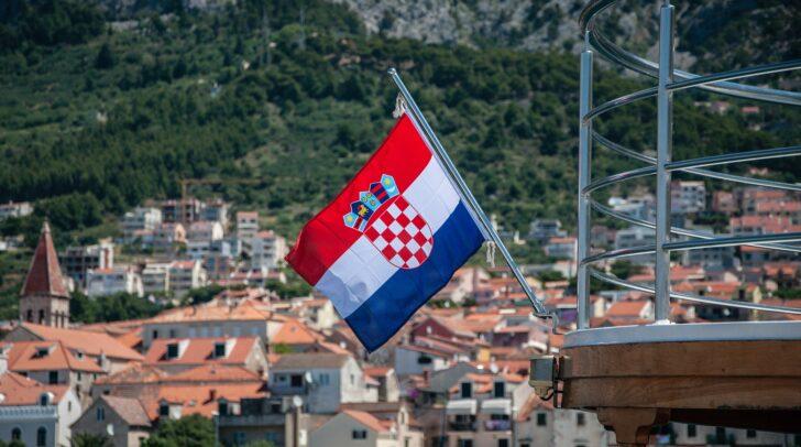 In Kroatien wurde die Maskenpflicht am heutigen Montag, dem 13. Juli, auf Geschäfte und die Gastronomie ausgeweitet.