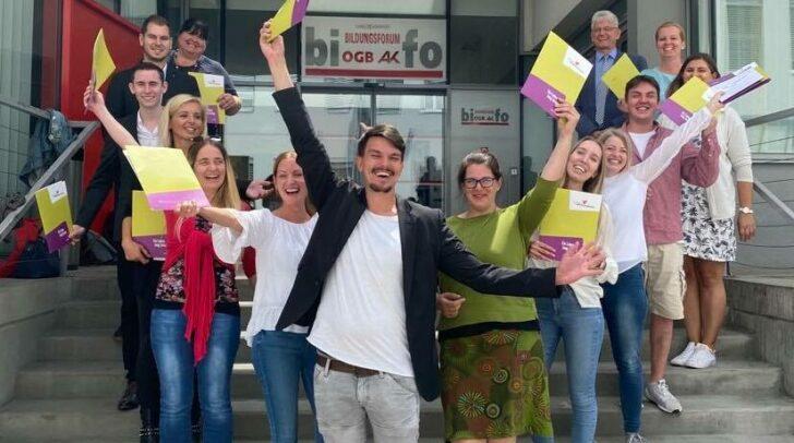 Die heurigen Berufsreifeprüfungen der Kärntner Volkshochschulen konnten 93 von 101 Kärntner mit einem positiven Ergebnis bestehen.