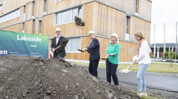 Im Bild: GF Hans Schönegger, LH Peter Kaiser, Bürgermeisterin Marie-Luise Mathiaschitz und LHStv. Gaby Schaunig.