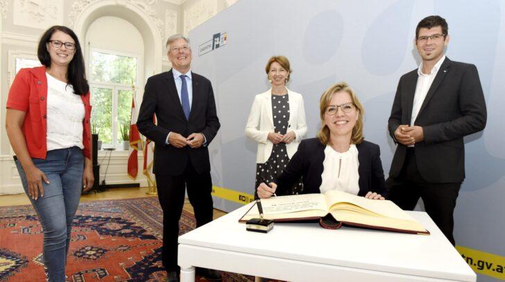 Bundesministerin Leonore Gewessler, LR Sara Schaar, LH Peter Kaiser, LHStv.in Gaby Schaunig, LR Martin Gruber