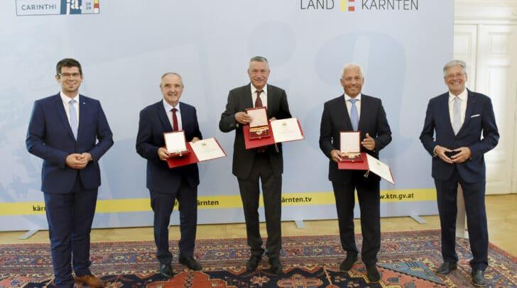Ehrenzeichenverleihung des Landes Kärnten. LR Martin Gruber, Valentin Blaschitz, Peter Stauber, Walter Hartlieb und LH Peter Kaiser (von links).