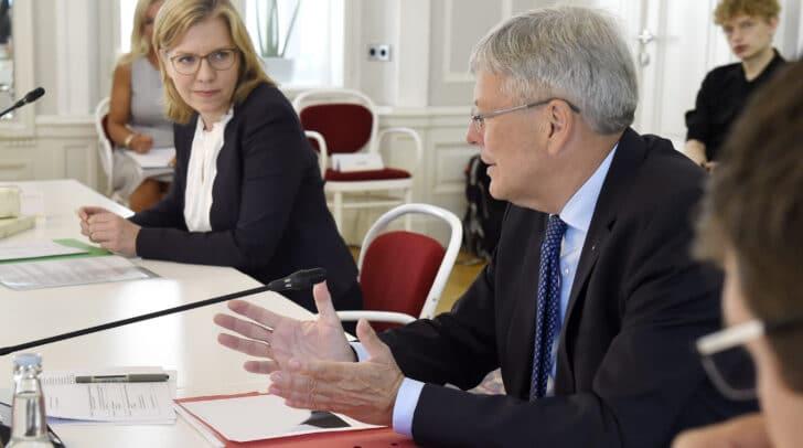 Bundesministerin Leonore Gewessler mit Landeshauptmann Peter Kaiser