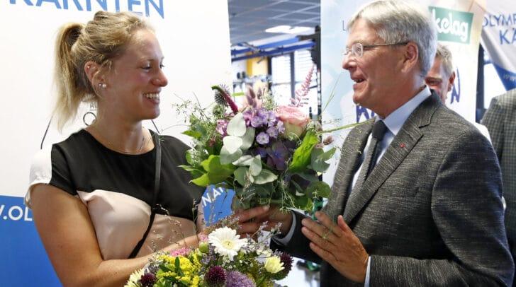 LH Peter Kaiser begrüßt die neue Ruder-Landestrainerin Anna-Maria Götz.