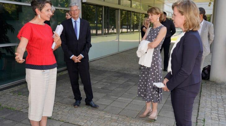 LH Peter Kaiser, LHStv.in Gaby Schaunig und LR Sebastian Schuschnig besuchten mit Bundesministerin Leonore Gewessler die Infineon Villach