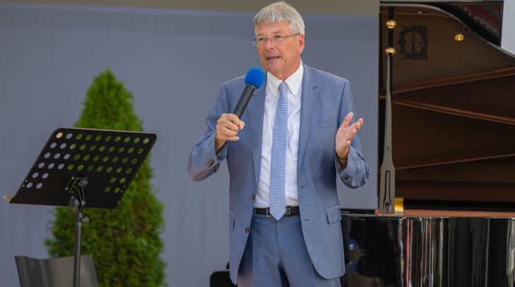Kulturreferent Landeshauptmann Peter Kaiser vor dem Eröffnungskonzert in Klagenfurt