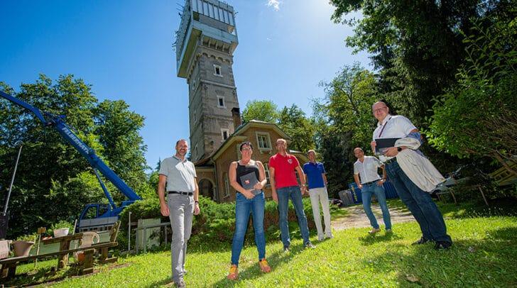 Stadtrat Markus Geiger, Katrin Müller (CCE Ziviltechniker), Kurt Anetzhuber (AVK) und das Team vom Facility Management geben den Startschuss für die Sanierung der Sternwarte.