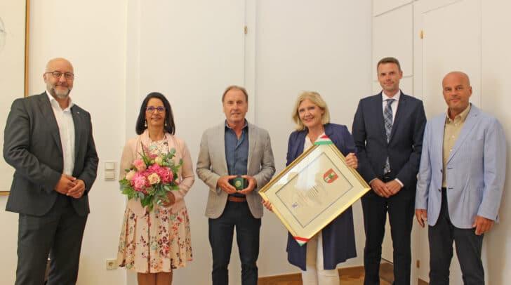 v.l. DI Erwin Smole (STW-Vorstand), Josef Haller mit seiner Gattin, Bürgermeisterin Dr. Maria-Luise Mathiaschitz sowie Franz Huditz und Martin Ramusch von der Wörthersee Schifffahrt GmbH.