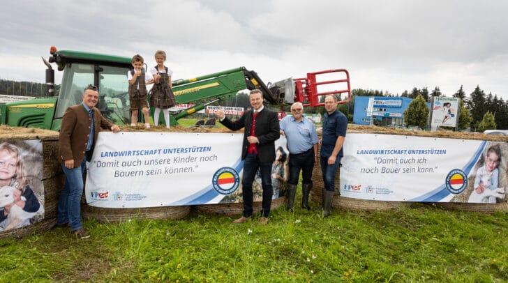 Bauern in ganz Kärnten hängen auf ihren landwirtschaftlichen Flächen vorerst 200 Transparente auf.