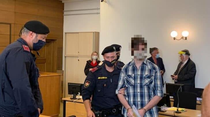 Zwei Kärntner müssen sich am Landesgericht Klagenfurt wegen versuchten Mordes und weiteren Anklagepunkten vor einem Geschworenengericht verantworten.